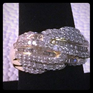 Beautiful Diamond And Gild Ring